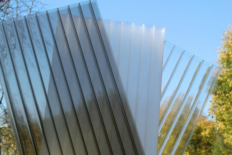 The Pros And Cons Of Polycarbonate Roof Sheeting